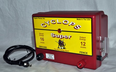 Cyclops Super Plug In Ac Powered 12 Joule Electric Fence